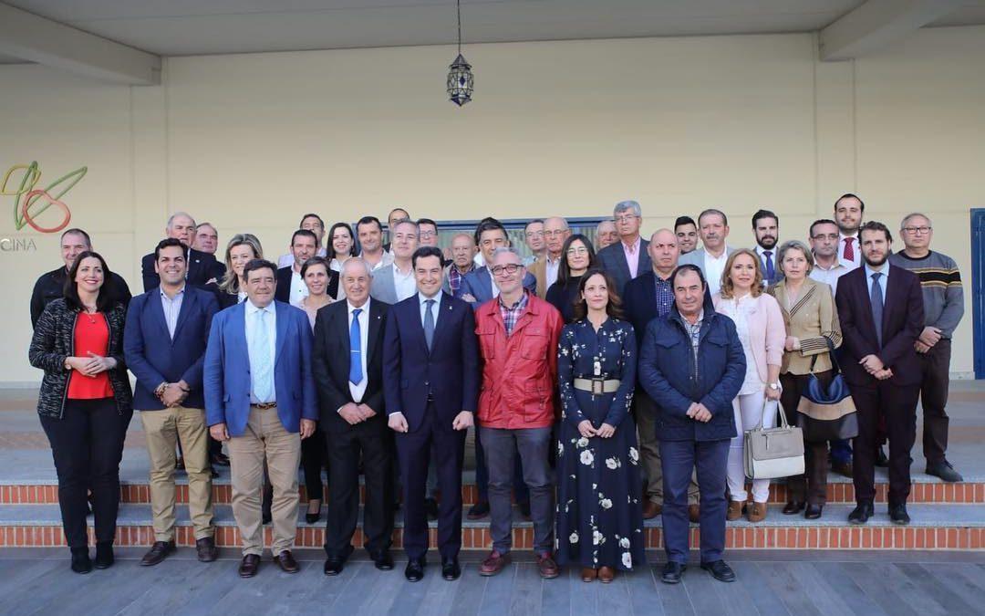 El presidente de Andalucía visita Picualia y tiende su mano al AOVE de Bailén